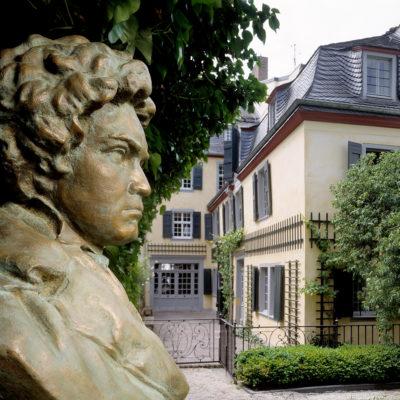 Beethoven-Büste im Garten des Bonner Beethovenhauses