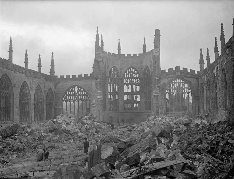 Die zerstörte Coventry Cathedral nach dem deutschen Luftangriff im November 1940
