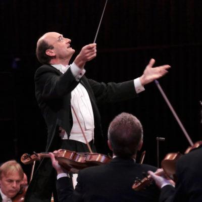 Andrew Manze dirigiert die NDR Radiophilharmonie