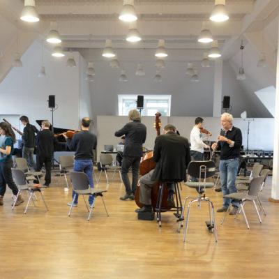 "Ensemble Modern: Probe zu ""Lullaby Experience"""
