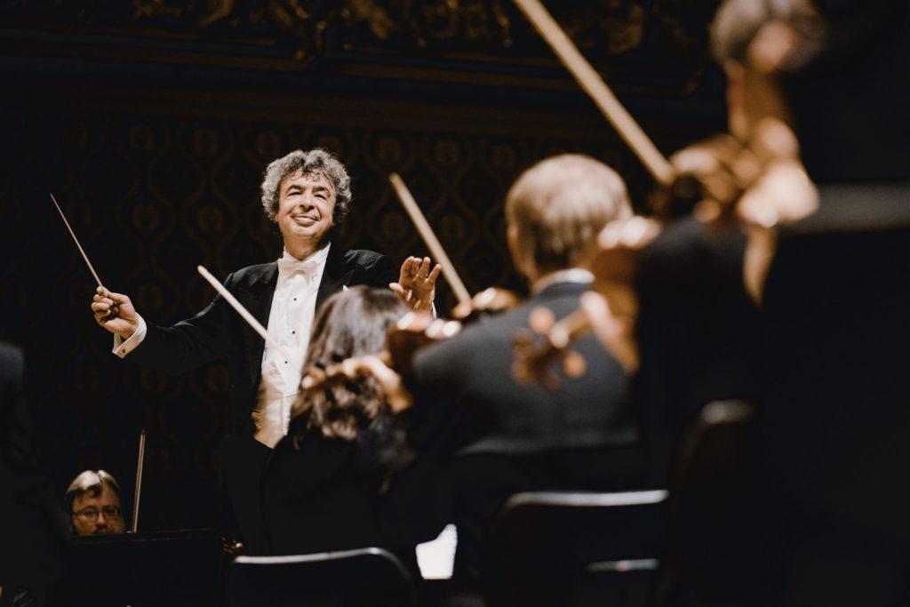 Semyon Bychkov dirigiert die Tschechische Philharmonie