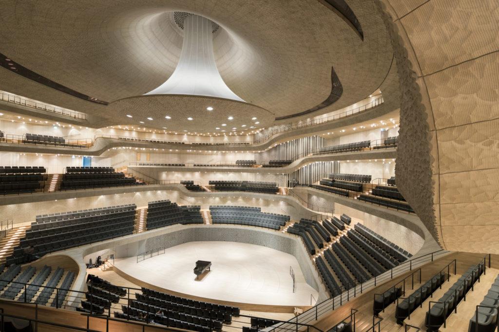 Großer Saal der Elbphilharmonie mit Orgel