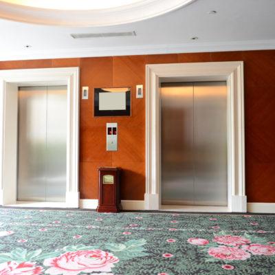 Aufzüge in einem Hotel
