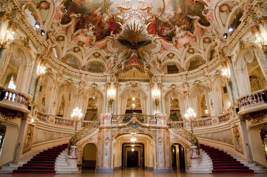 Foyer des Hessischen Staatstheaters Wiesbaden