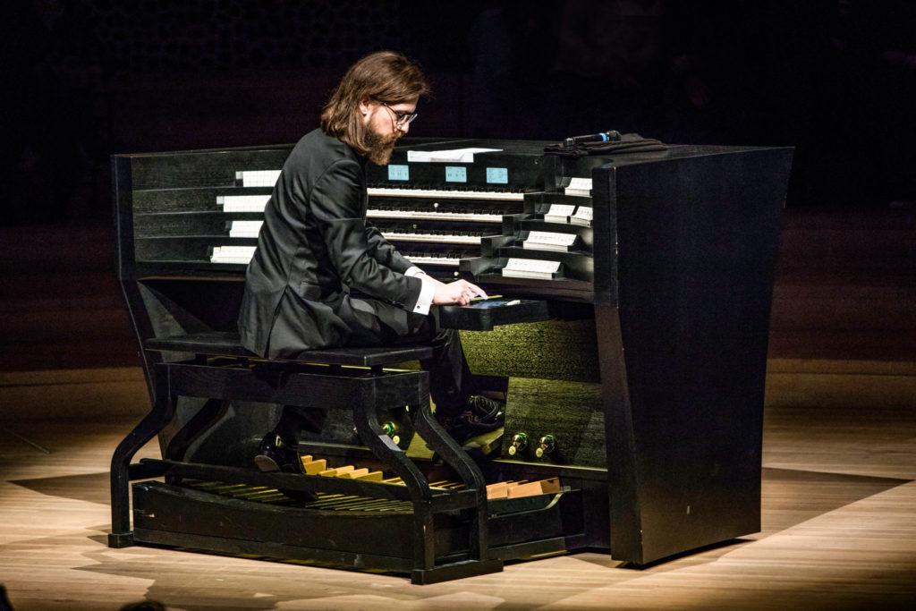 Thomas Cornelius an der Orgel der Elbphilharmonie