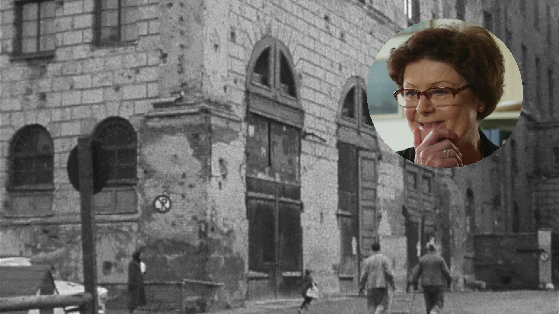 """Filmstill aus """"Mit den Füßen fängt es an – Ein Tag beim Ballett der Bayerischen Staatsoper"""". Das Münchner Nationaltheater 1955 mit Bombenschäden. Eingeblendet ist Corinna Schott, ehemalige Ballettschülerin"""