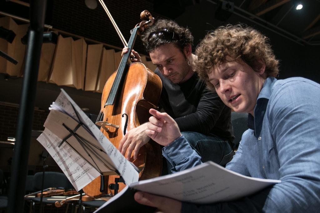 Cellist Nicolas Altstaedt beim Internationalen Festival Čello Cēsis