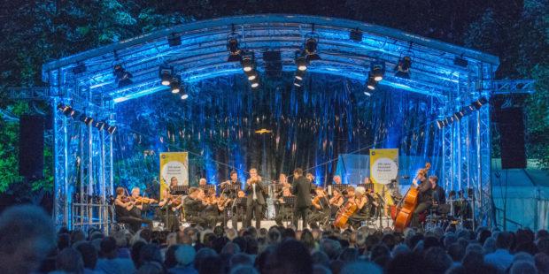 Südwestdeutsches Kammerorchester Pforzheim: Konzert & Feuerwerk im Stadtgarten Pforzheim