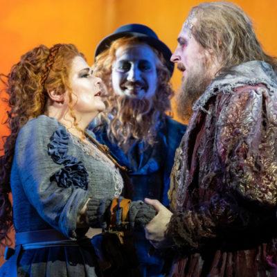 Senta (Christiane Libor), Daland (Randall Jakobsh), Der Holländer (Iain Paterson)