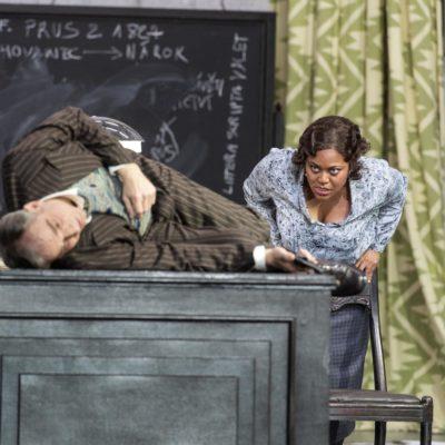Thomas Piffka (Albert Gregor), Yannick-Muriel Noah (Emilia Marty)