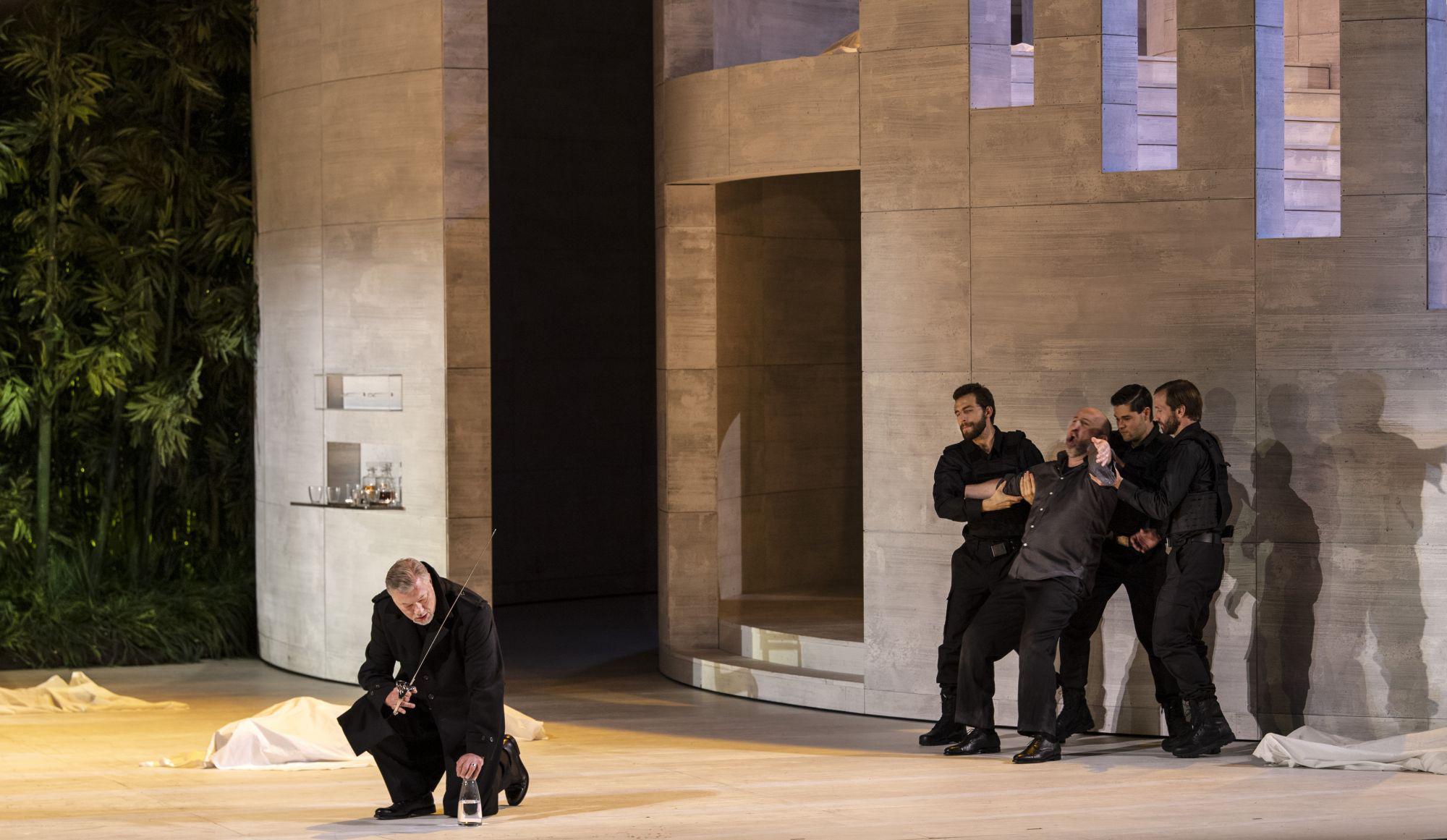Simon Boccanegra 2019: René Pape (Jacopo Fiesco), André Heyboer (Paolo Albiani), Ensemble