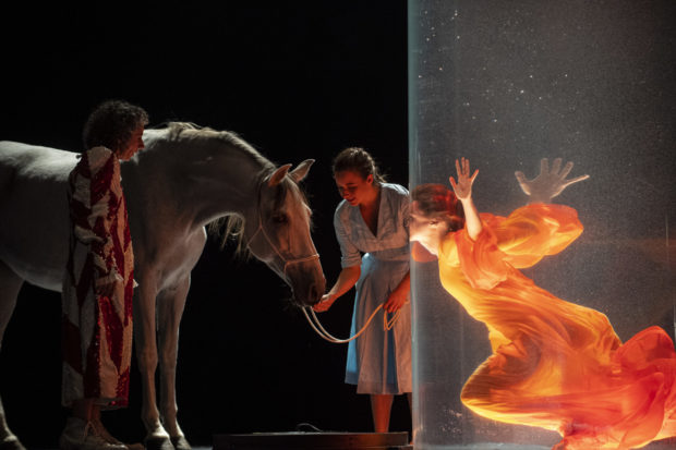 "Szene aus ""Einstein on the Beach"" am Grand Théâtre de Genève 2019"
