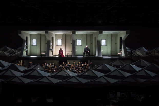 "Szene aus ""Tristan und Isolde"" an der Oper Köln: Ingela Brimberg, Peter Seiffert, GMD François-Xavier Roth, Gürzenich-Orchester Köln"