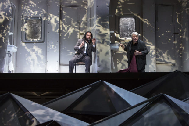 "Szene aus ""Tristan und Isolde"" an der Oper Köln: Samuel Youn und Peter Seiffert"