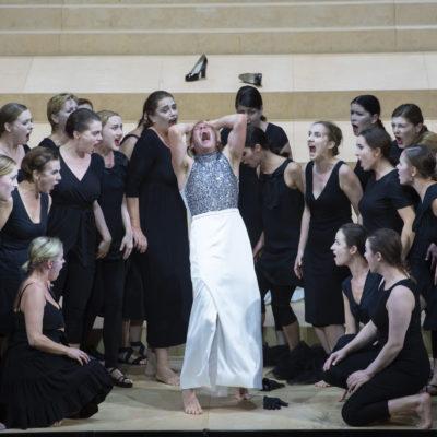 """Szene aus Henzes Oper """"The Bassarids"""" an der Komischen Oper Berlin"""