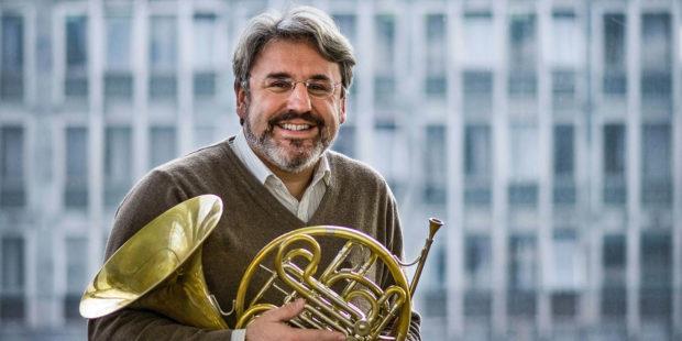 In Salzburg zuhause, in der Welt unterwegs: Der Kroate Radovan Vlatković haucht Mozarts drittem Hornkonzert frischen Atem ein.