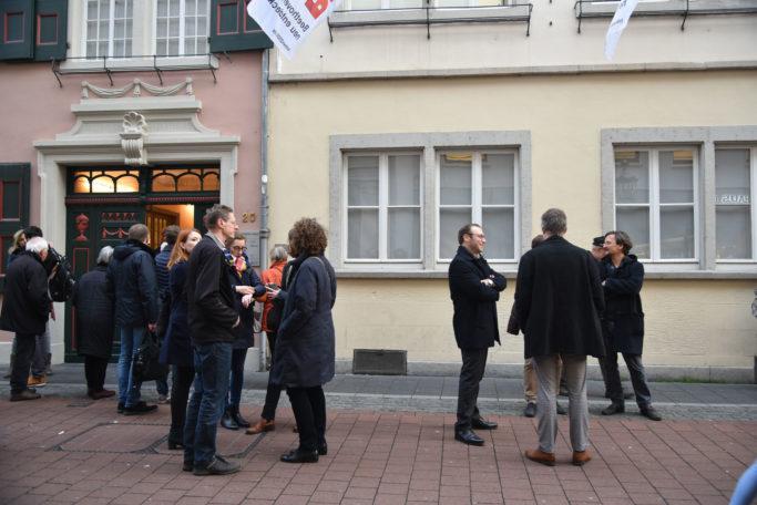 concerti-Mitarbeiter vor dem Geburtshaus Ludwig van Beethovens