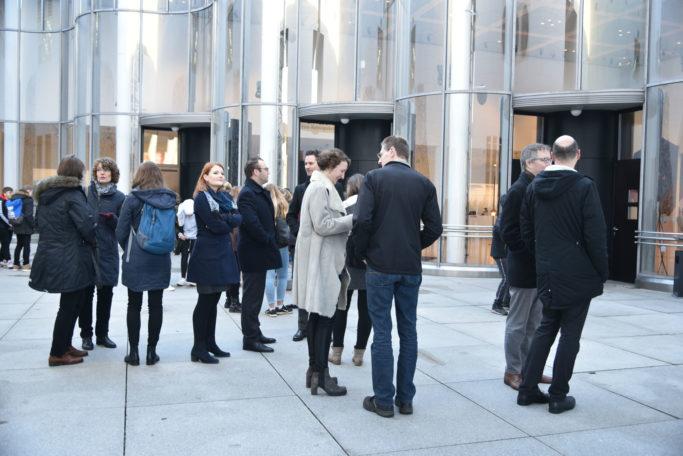 concerti-Mitarbeiter vor der Bundeskunsthalle Bonn