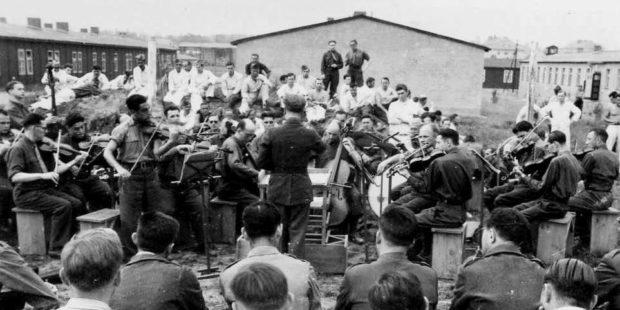 Konzert des Lager-Orchesters im Stalag VIII A
