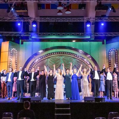 Das Ensemble der Musikalischen Komödie im Westbad
