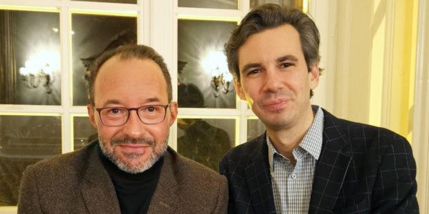 Moderator Holger Wemhoff mit seinem Gast Martin Stadtfeld