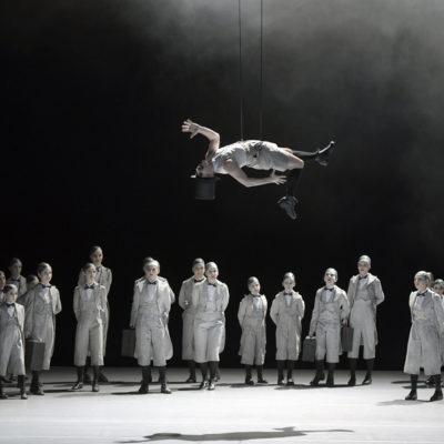"""""""A Midsummer Night's Dream"""" an der Deutschen Oper Berlin: Jami Reid-Quarell (Puck)"""
