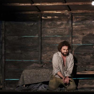 """Szenenbild aus Aubers """"Die Stumme von Portici"""" am Theater Dortmund"""