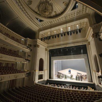 Aufführungen vor leeren Rängen sind inzwischen ein gewohntes Bild – hier eine Szene aus Carmen an der Berliner Staatsoper