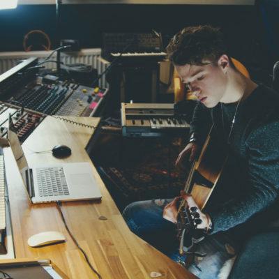 Während der Corona-Krise wird der Online-Musikunterricht immer wichtiger