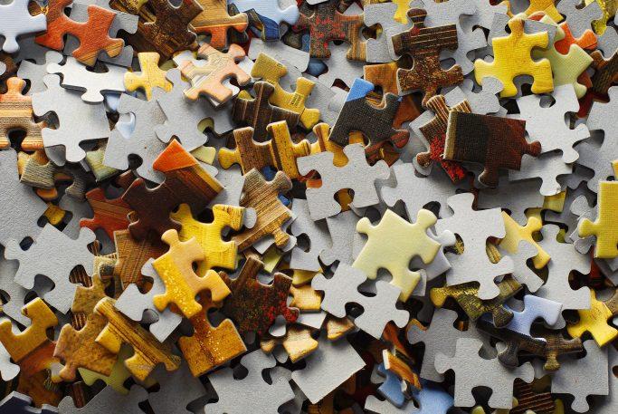 ... und puzzelt gemeinsam mit seiner Freundin