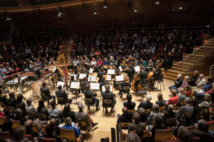 "Als man ""social distancing"" noch nicht kannte: Das Boulez Ensemble unter der Leitung von Daniel Barenboim im Pierre Boulez Saal im Dezember 2019"