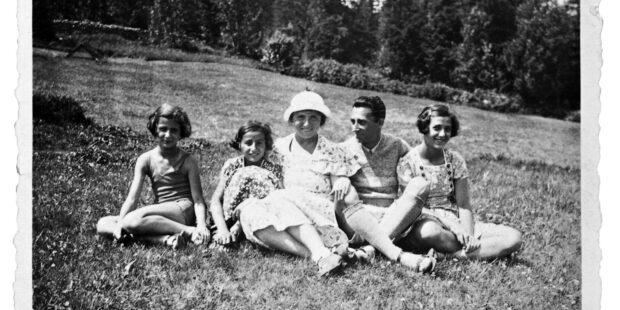 Die Großeltern von Maya Lasker-Wallfisch mit den Töchtern Renate (links), Anita und Marianne, Breslau 1931