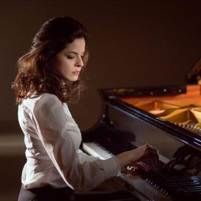 """Spielt Mendelssohn und Rachmaninow bei den """"Moments Musicaux"""" des Berliner Klavierfestivals: Zlata Chochieva"""