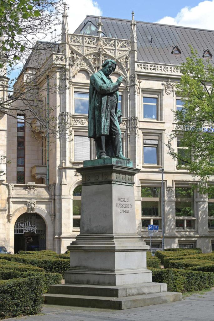 Bronzestatue des einstigen Hannoveraner Hofkapellmeisters Heinrich Marschner