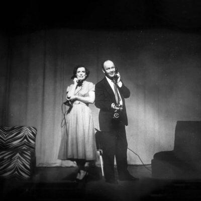 """Ein Klassiker der Kammeroper des 20. Jahrhunderts: Mary Handy und Paul Hume in Gian Carlo Menottis Oper """"Das Telefon""""."""