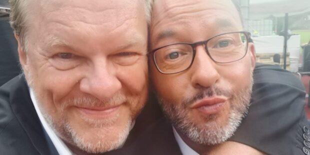 Bariton Michael Volle gemeinsam mit Moderator Holger Wemhoff