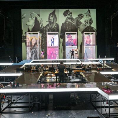 """Im September wurde Hans Thomallas """"White-Wall-Oper"""" Dark Spring in Mannheim uraufgeführt."""