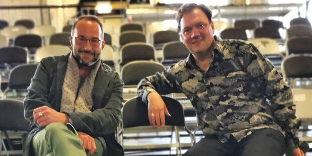 Moderator Holger Wemhoff gemeinsam mit Charly Hübner