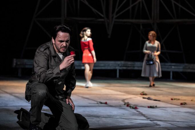 """Szene aus Bizets Oper """"Carmen"""" am Staatstheater Hannover"""
