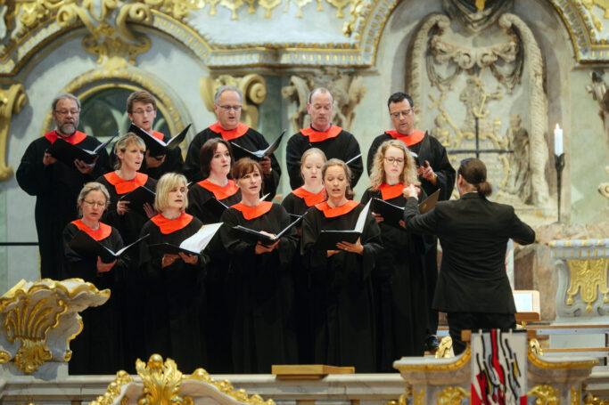 Matthias Grünert dirigiert den Kammerchor der Frauenkirche