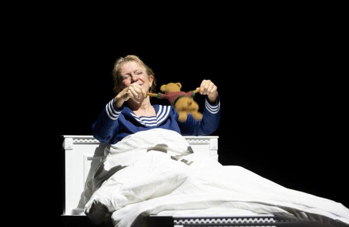 Opern-Kritik: Komische Oper Berlin – Pierrot Lunaire