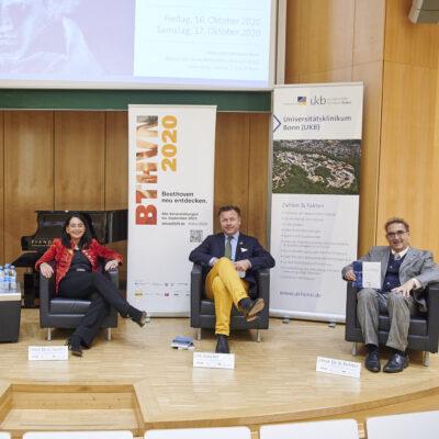 (v. l. n. r.) Prof. Dr. Wolfang Holzgreve, Prof. Dr. Dr. Claudia Spahn, Malte Boecker und Prof. Dr. Bernhard Richter während der Pressekonferenz zum Symposium.