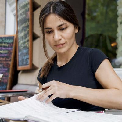 """Stellungnahme zu gesellschaftlichen Fragen und abstraktes Reflektieren des musikalischen Materials gehen bei ihr Hand in Hand: Zeynep Gedizlioğlu hat fürs """"Wochenende Neue Musik"""" ein Auftragswerk geschrieben."""