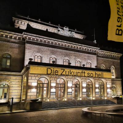 """Hoffnungsvoller Blick nach vorn: """"Die Zukunft so hell"""" lautet das aktuelle Spielzeit-Motto vom Staatstheater Braunschweig."""