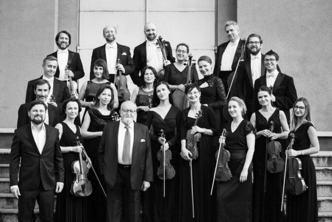 Die Sinfonietta Cracovia mit Dirigent Jurek Dybał (v. l.) und Krzysztof Penderecki (†)