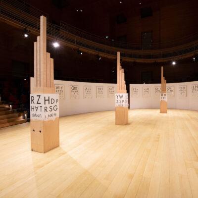"""Raum- und Klanginstallation """"Lexichaos"""" im Pierre Boulez Saal"""