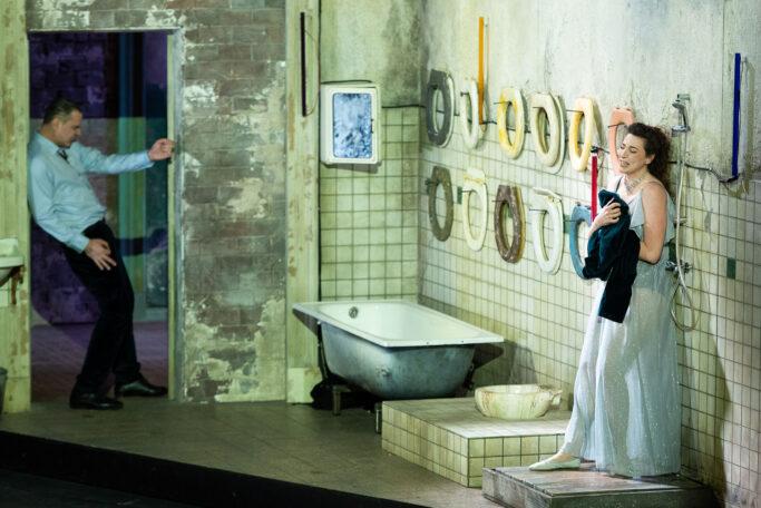 """Szenenbild aus """"Le Château de Barbe-Bleue"""" an der Opéra de Lyon"""