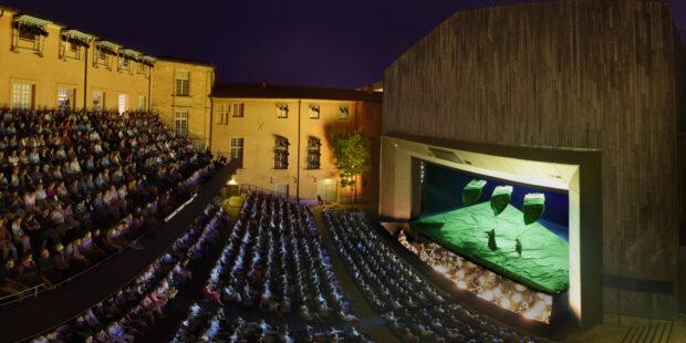 Der Hof des erzbischöflichen Palais verwandelt sich für das Festival d'Aix-en-Provènce zur Opernbühne
