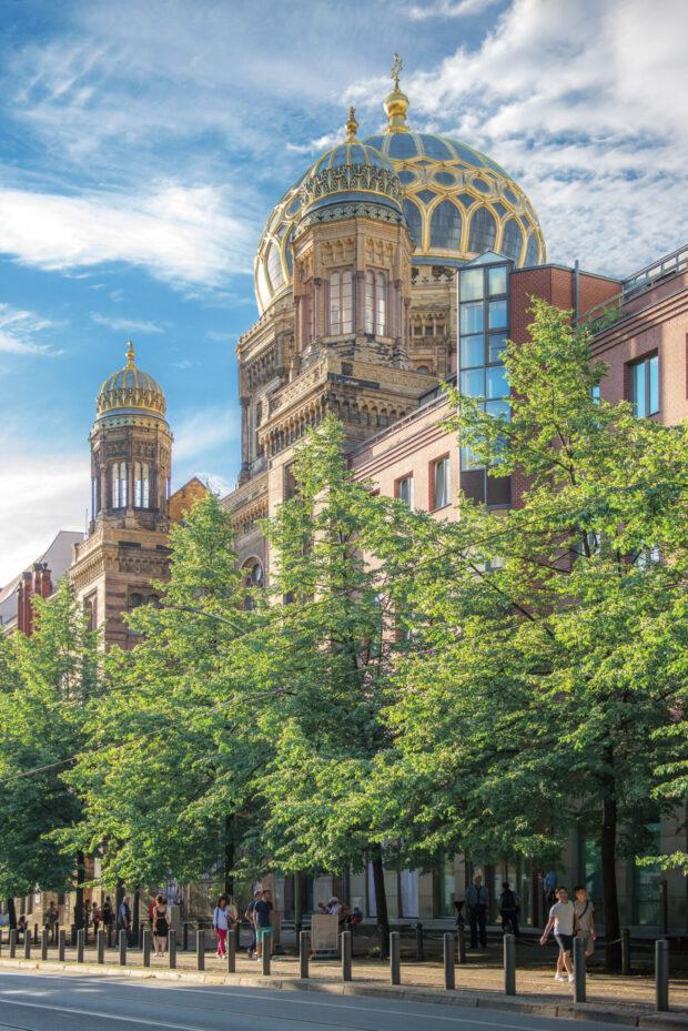 Weithin sichtbar: die Neue Synagoge an der Oranienburger Straße in Berlin