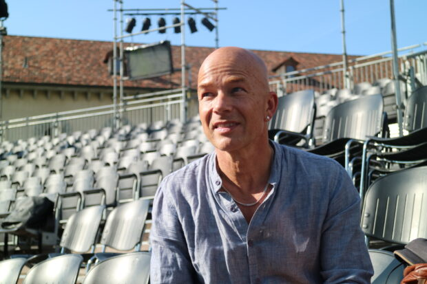Regisseur Carlos Wagner auf der Tribühne der St. Galler Festspiele